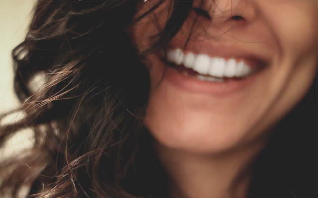 Gesunde Zähne geben Selbstvertrauen für ein schönes Lächeln