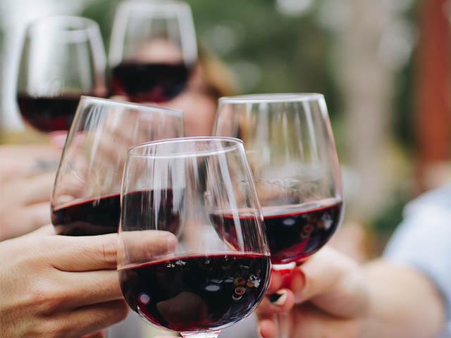 Ein Glas Wein am Abend - vielleicht doch gesund?